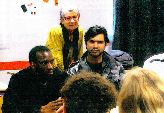Daouda, Barry et Aimal interviewés par des collégiens de Tinchebray.